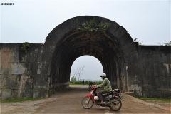 胡朝の城塞 東門