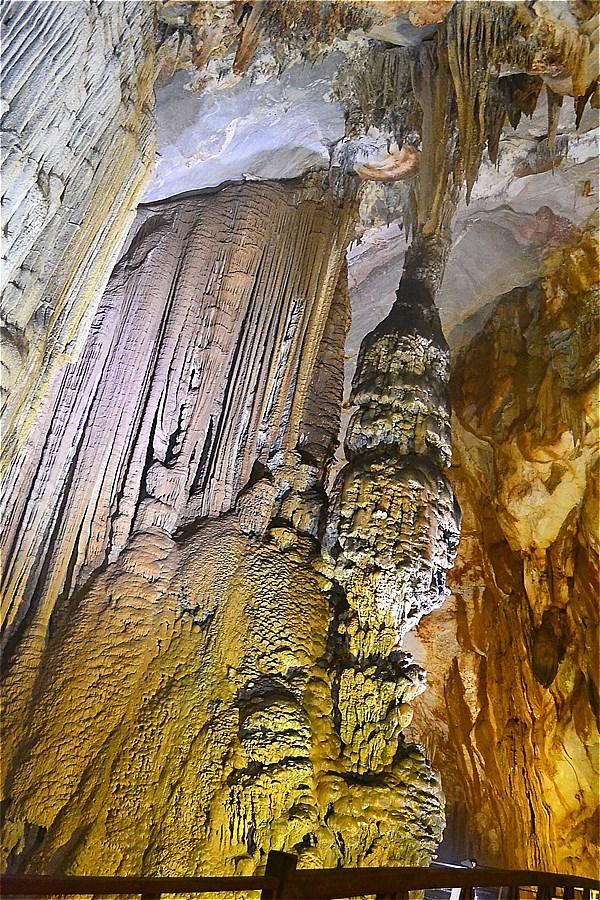 47225-Paradise Cave