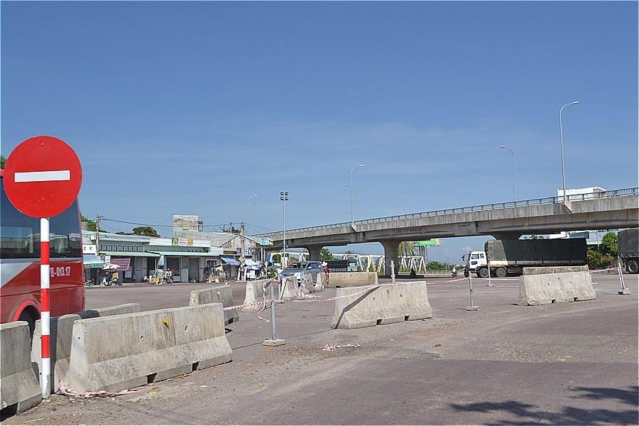陸橋は、プレイク方面。