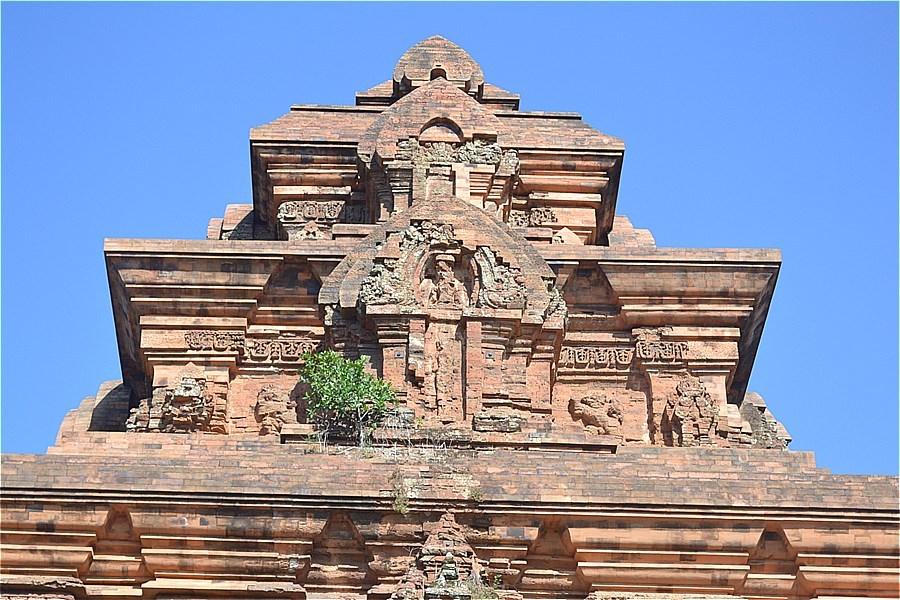 ビンラム塔(Tháp Bình Lâm)
