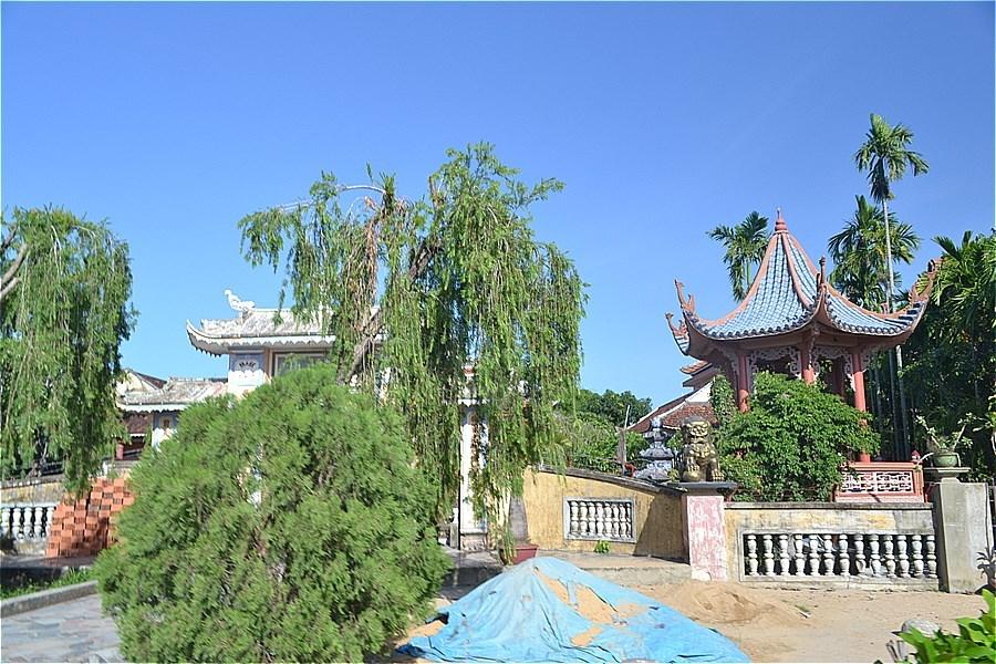 ビンラム塔の前のThien Truc Pagoda