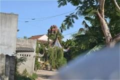 ビンラム塔(Tháp Bình Lâm)が大きくみえる