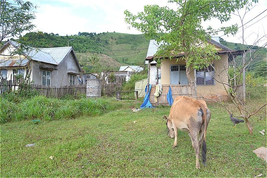 ラオスとの国境(Cột mốc 790 Việt Nam - Lào)近くの少数民族集落