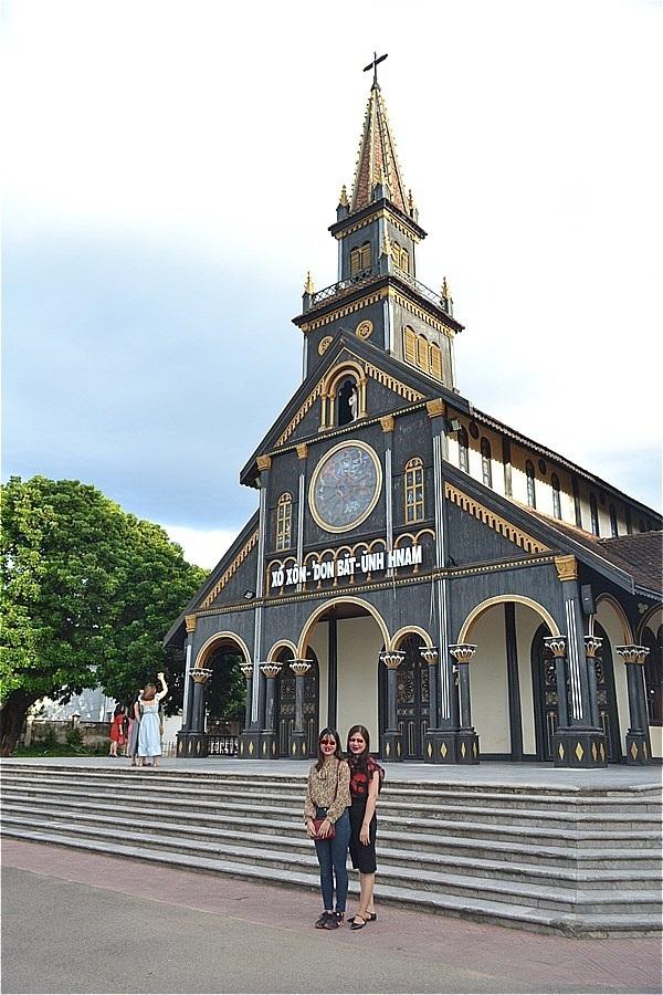 コントゥム大聖堂 (Cathedral of Kon Tum)