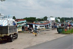 Ba Hon長距離バスステーションが近づいた(QL80)