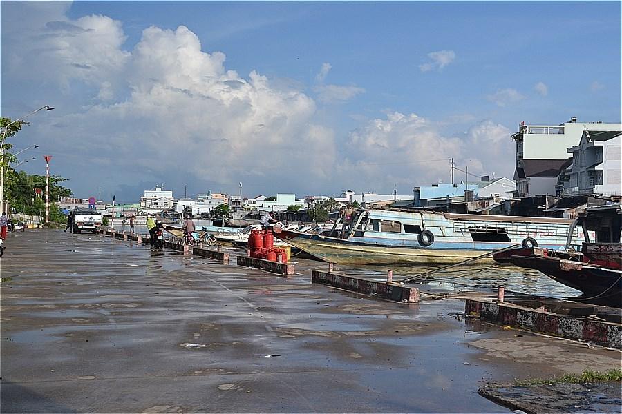 カマウ市のカマウ岬行きボート発着場