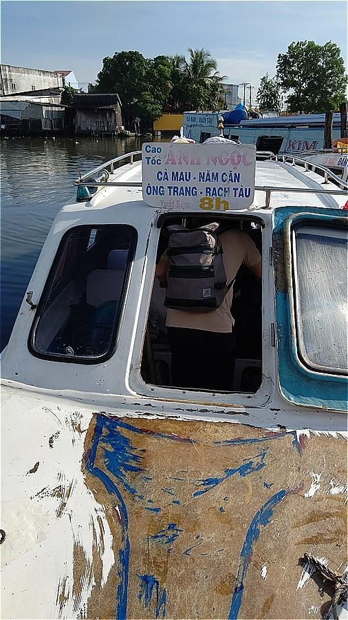 カマウ岬行きボート