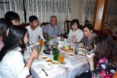 アンザン大学学生と夕食をしながら懇親