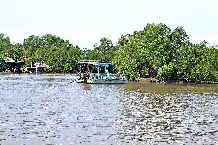 Sông Gành Hào(ガンハオ川)を渡るフェリー