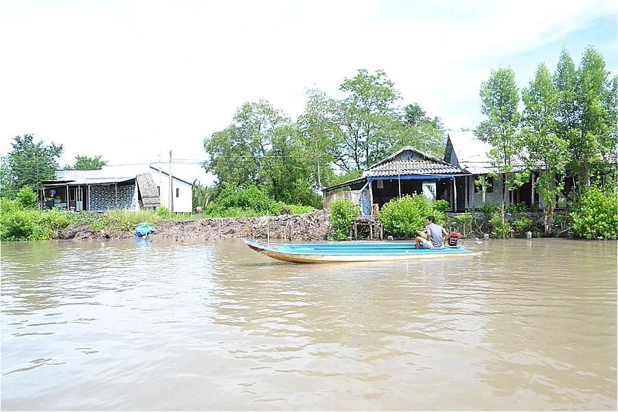 クアロン川(Sông Cửa Lớn)へ抜ける運河