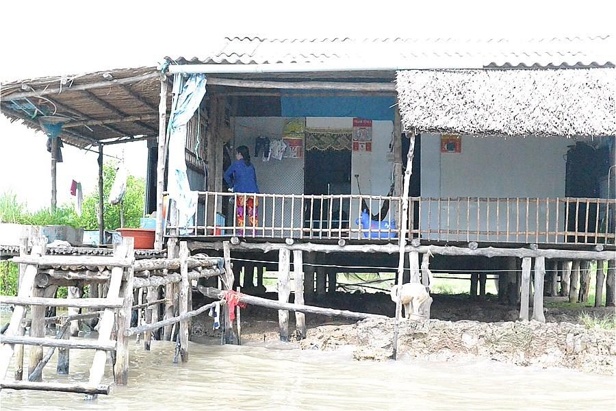 ボートは人の乗降・荷物の積卸しで、頻繁に泊まる