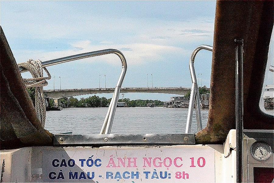 カマウ市からカマウ岬へのボートから見た風景