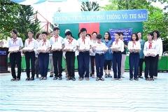 グエン・ディン・チュー中学校奨学金授与式