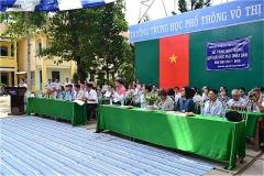 ヴォ・ティ・サゥ高校とグエン・ディン・チュー中学校生徒への合同奨学金授与式